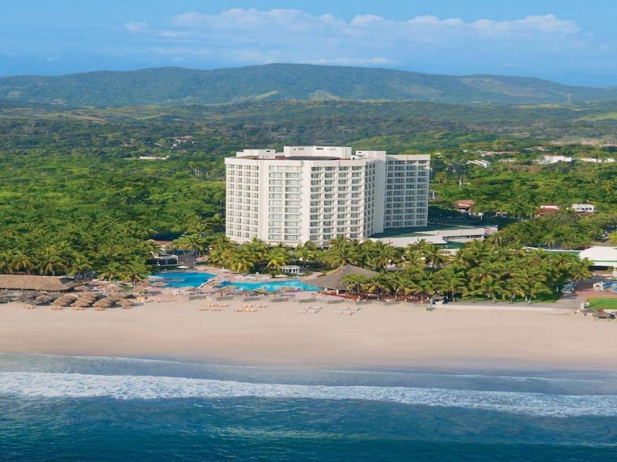 Vue de l'hôtel Sunscape Dorado à Ixtapa