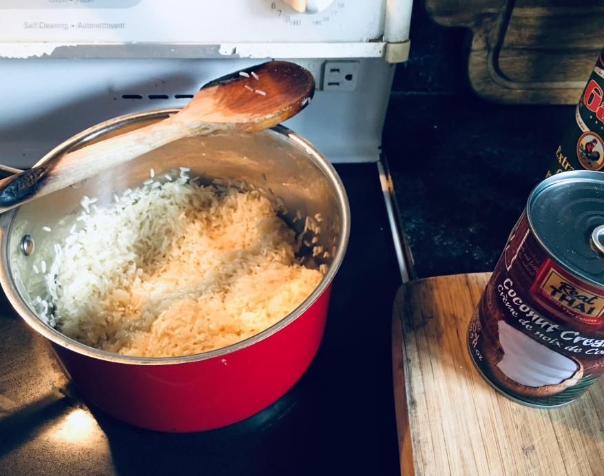 Préparation du riz à la noix de coco