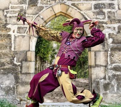 https://pixabay.com/photos/castle-middle-ages-jester-medieval-2704287/