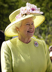 200px-Elizabeth_II_greets_NASA_GSFC_employees,_May_8,_2007_edit